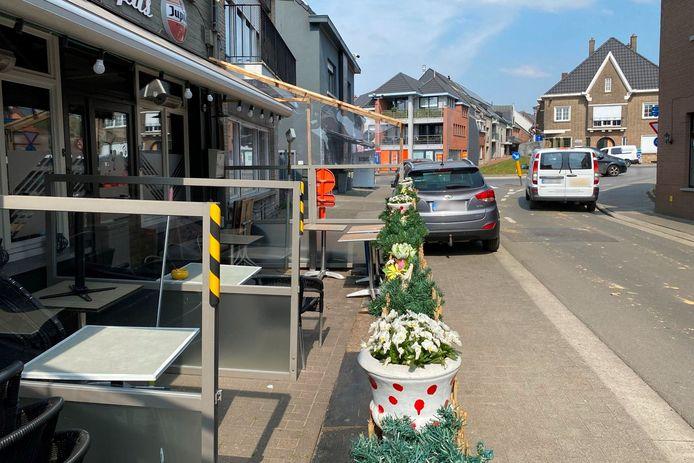 Café Octopus in de Nijverheidsstraat vlakbij het rondpunt van Mere wordt uitgebaat door Raymond, broer van Lucien Van Impe.
