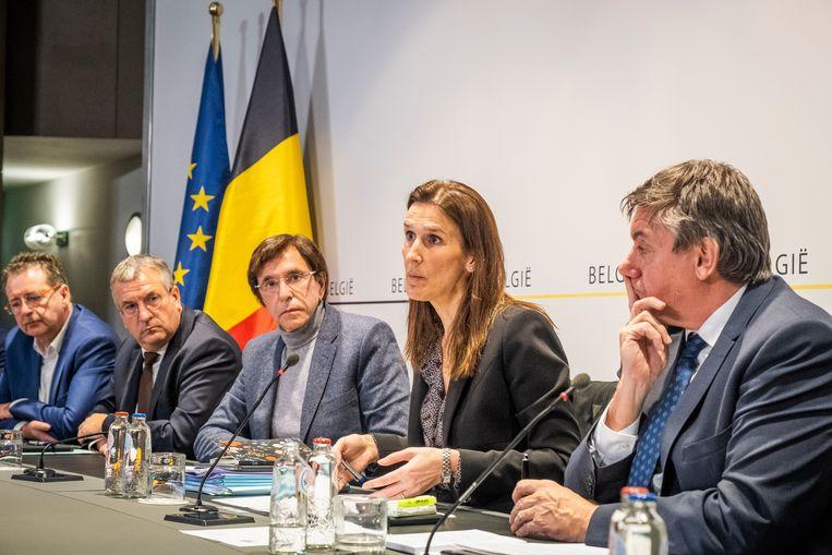 Archiefbeeld, maart 2020. Premier Wilmès licht nieuwe maatregelen van de Veiligheidsraad toe tijdens een persconferentie. Beeld Tim Dirven