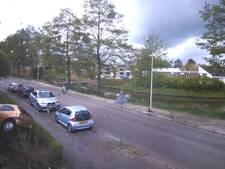 Bizar: Fietsster ontsnapt aan aanrijding in Zwolle-Zuid