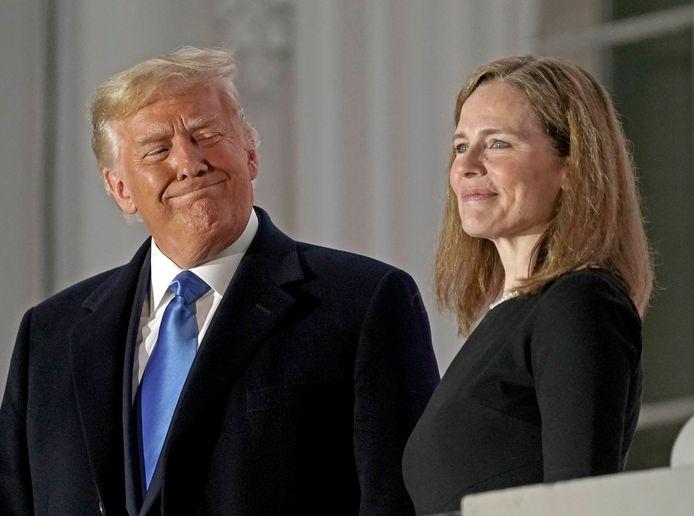 Amy Coney Barrett legde maandag lokale tijd direct al de eerste eed af in het Witte Huis.