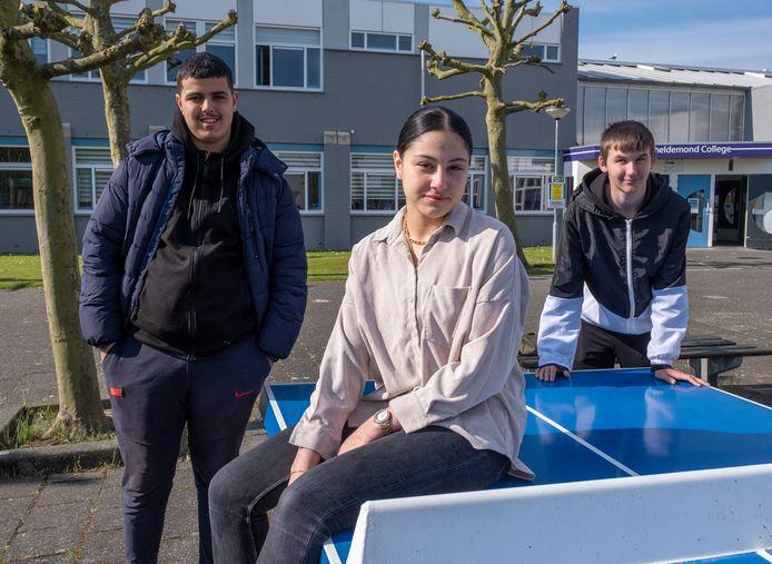 Ayoub, Hajar en Youri vieren geen vakantie. De vmbo'ers van het Scheldemond College in Vlissingen zitten weer in de klas, omdat ze volgend jaar een diploma op een hoger niveau willen halen.