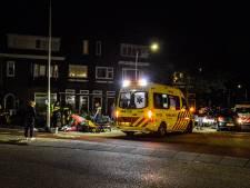 Bezorger botst met elektrische fiets tegen lantaarnpaal en moet gewond naar het ziekenhuis worden gebracht