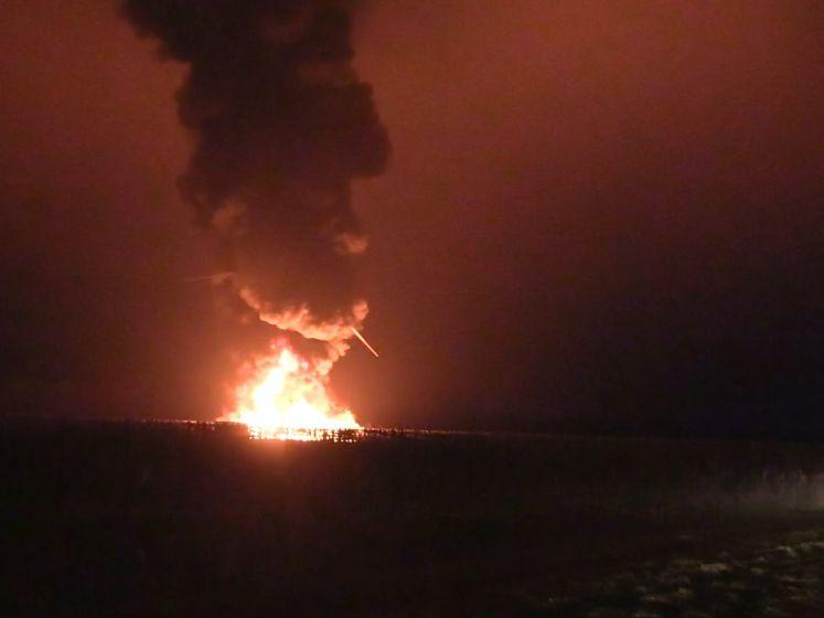 Grote brand bij windmolen in Zeewolde: gitzwarte rookwolken over Flevoland