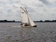 Engelse politie onderschept Friese gehuurde zeilboot vanwege mensensmokkel