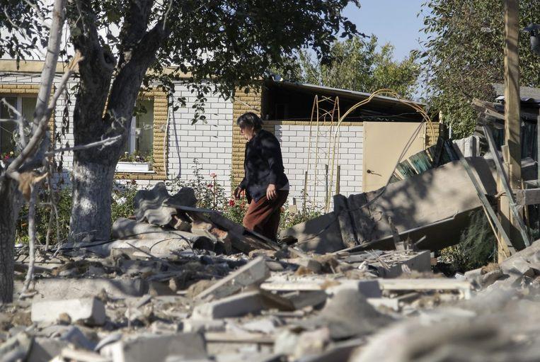 Een verwoest huis in Donetsk. Beeld epa