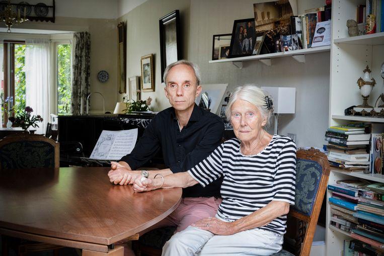 Bart van der Kamp en zijn moeder zijn kregen een steun van slachtofferhulp, nadat Barts vader door een medische misser in het ziekenhuis overleed.  Beeld Bram Petraeus
