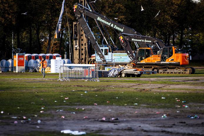 Het Malieveld na afloop van het bouwersprotest Grond in Verzet. Bouwers en transporteurs demonstreerden met shovels en hijskranen tegen het stikstofbeleid.