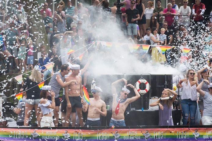 Een enkeling danste in onderbroek of zonder shirtje, met viel wel mee met de extravaganza in Utrecht.