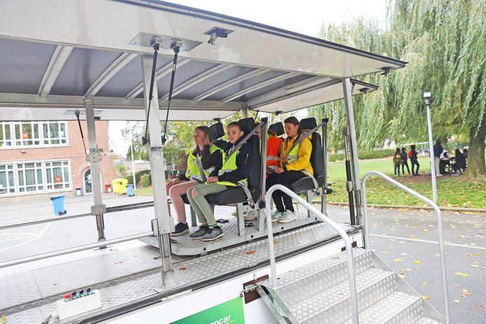 De leerlingen van Vijverbeek deden vanmiddag ook een crashtest.
