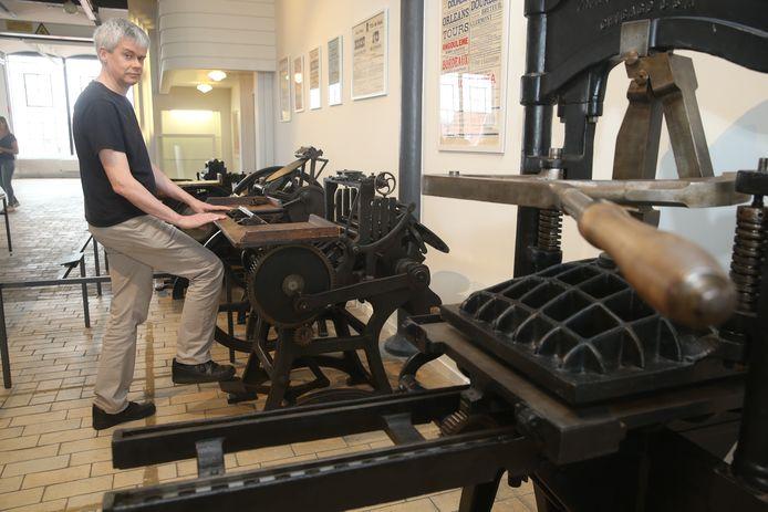 De drukpersen in het Industriemuseum.