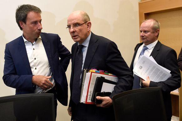 Philippe Goffin (links van CD&V'er Koen Geens) in 2017 bij de Bende-commissie.