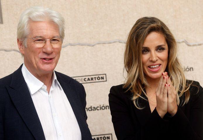 Richard Gere en zijn vrouw Alejandra Silva zijn negen maanden na de geboorte van hun zoon alweer in verwachting. Ingewijden zeggen in het Spaanse blad HOLA! dat de activiste inmiddels drie maanden zwanger is.