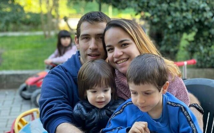 De familie Biran, met rechts Eitan.