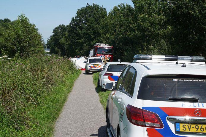 Elektrische bakfiets komt in sloot terecht op de Borkelsedijk in Bergeijk.
