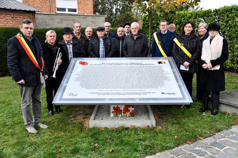 Op de gedenkplaat staan 150 namen van inwoners van Denderbelle die bij de oorlog betrokken waren.
