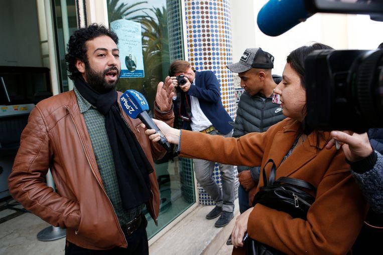 Journalist Omar Radi maart vorig jaar, buiten aan de rechtbank van Casablanca.  Beeld AP