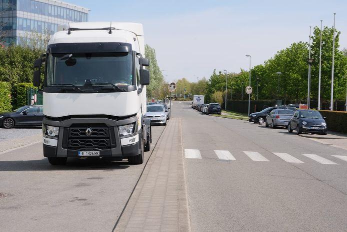 In de Da Vincilaan in Diegem wordt binnenkort een parkeerverbod voor zwaar vervoer ingevoerd.