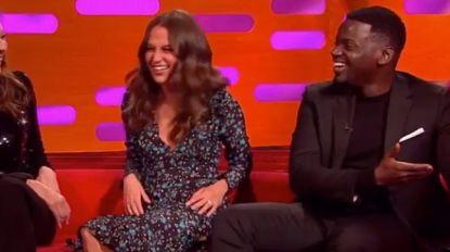 """'Black Panther'-acteur krijgt lesje kus-etiquette van bekende actrices: """"Hoezo ik mag geen tong gebruiken?"""""""