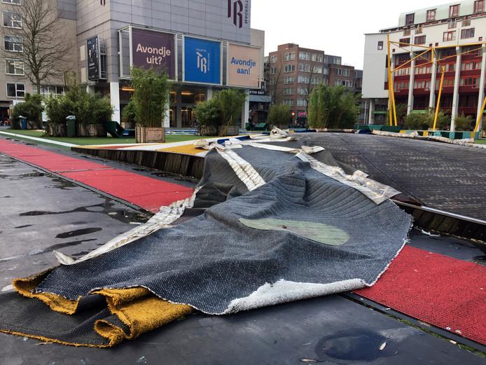 The Flying Grass Carpet op het Schouwburgplein is flink beschadigd.