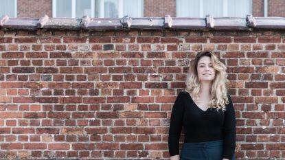 """Sara Leemans, de vrouw achter het hilarische socialmedia-account 'Dansaertvlamingen': """"We vinden onszelf zo speciaal, maar apen elkaar de hele tijd na"""""""