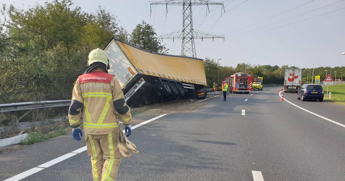 Ongeluk op A35 bij Borne, rijstrook dicht.