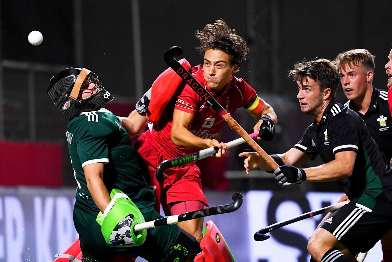 Cédric Charlier probeert te scoren tegen Wales in de laatste groepsmatch op het EK hockey in Antwerpen. Beeld Photo News