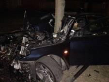 Ravage na ongeluk in Oldenzaal: automobiliste vliegt uit de bocht