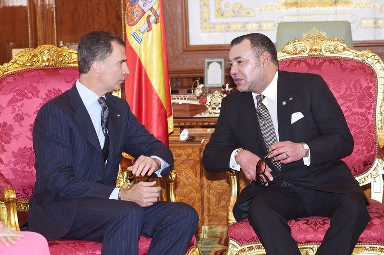 Spaanse koning Felipe met koning Mohammed VI tijdens een staatsbezoek in Marokko. Beeld afp