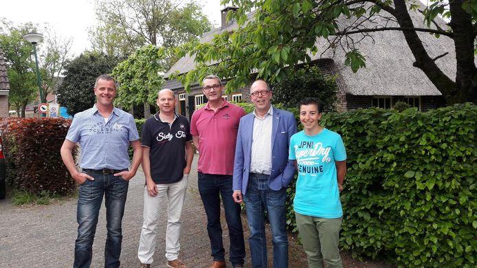 Wielercomité Westerhoven: vlnr Eric van der Zanden, Marcel Das, Jeff van Tongeren, Frank Claas en veldrijdster Maud Kaptheijns.