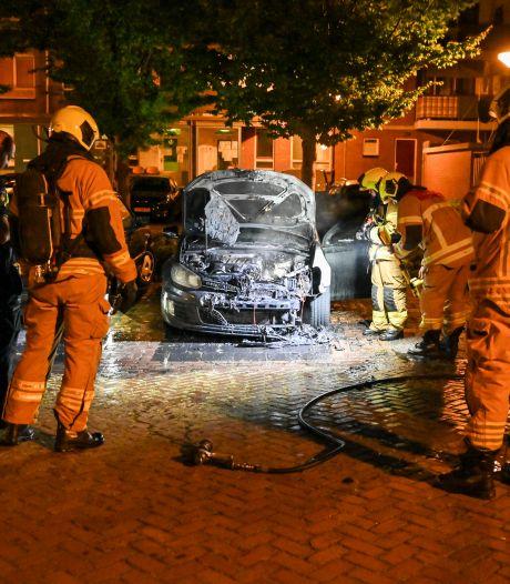 Derde autobrand in twee weken tijd in Dordrecht: 'Tips kunnen tot oplossing leiden'