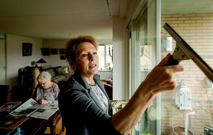 De kosten voor de huishoudelijke hulp lopen de spuigaten uit in Amersfoort (archieffoto).