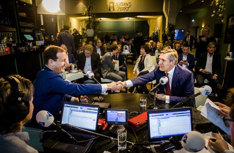 Lodewijk Asscher en Sybrand Buma tijdens het NOS-verkiezingsdebat op NPO Radio 1. Beeld ANP