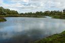 Met het verplaatsen van een stuk worden de vijvers aan de Vossenbroekweg in Epe gevuld met extra water van de Klaarbeek, dat een paar kilometer verderop in de bodem wordt geïnfiltreerd om de grondwaterstand te verhogen.