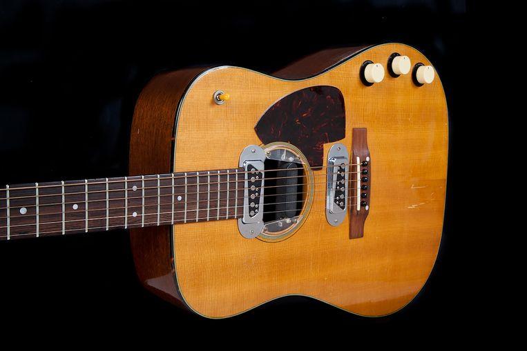 De gitaar werd verkocht voor meer dan 6 miljoen dollar. Beeld AFP