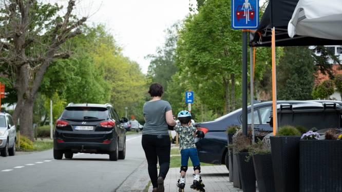 """Invoering fietsstraat moet Rozenlaan veiliger maken: """"Schoolkinderen aanmoedigen om met fiets te komen"""""""