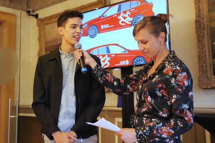 Kim Gevaert presenteerde de teamvoorstelling van OEH. Hier interviewt ze Jonathan Sacoor.