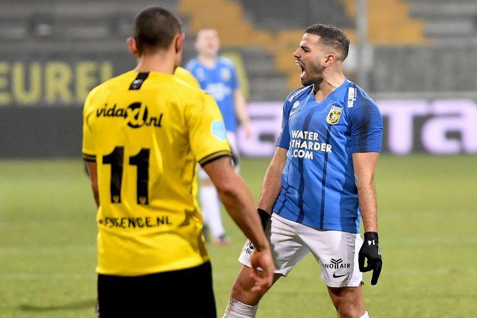 Oussama Tannane is gefrustreerd in het duel met VVV-Venlo.