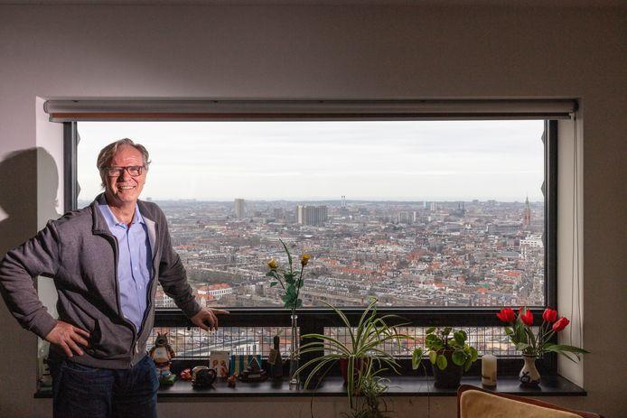 Martin Duivesteijn en zijn uitzicht van de 31ste etage.