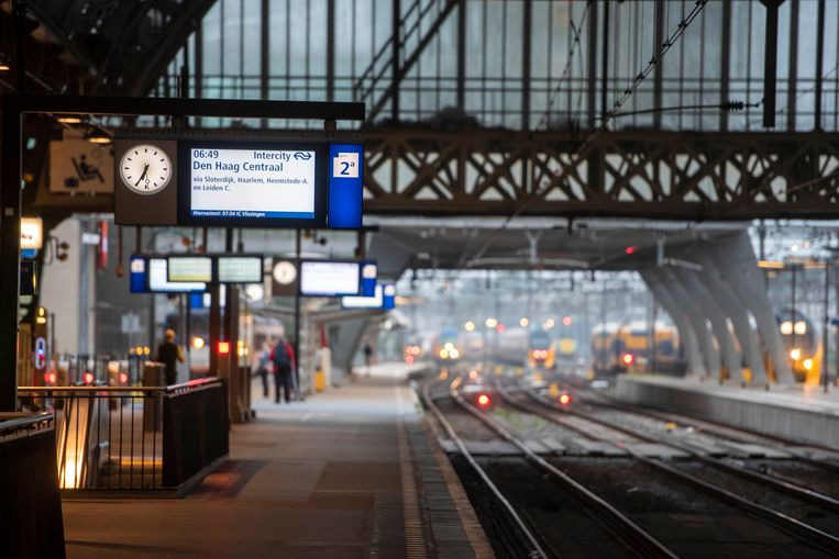 Op woensdagochtend reden de treinen rond Amsterdam weer volgens de normale dienstregeling. Beeld