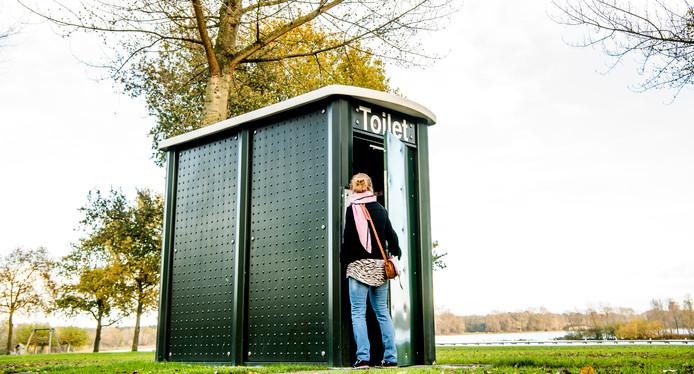 Openbaar toilet in het Kralingse Bos.