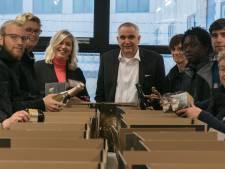 Kerstpakketten uit Zutphen gaan de hele wereld over dankzij wielrenners