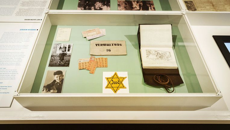 De heropening van het Nationaal Holocaust Museum in de voormalige Hervormde Kweekschool. De eerste expositie is De ondergang van Abraham Reiss van Jeroen Krabbe. Beeld anp