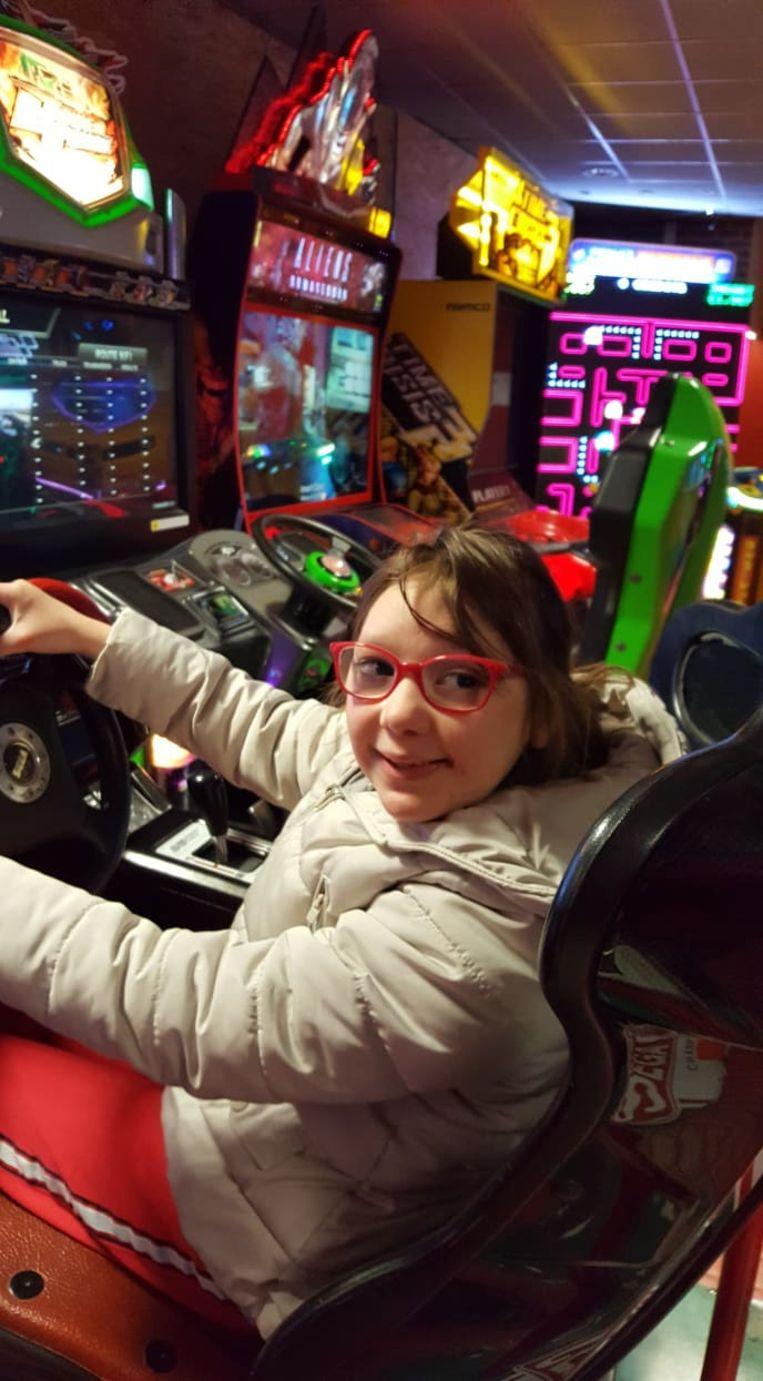 De 11-jarige Kyara uit Lennik lijdt aan het zeldzame Ring 14-syndroom, dat een vervorming in een chromosoom veroorzaakt.