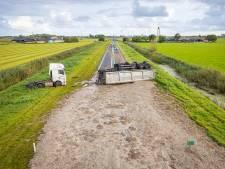 Dit is waarom Rijkswaterstaat zo goed en zo snel mogelijk 26 ton slachtdrab van de N50 moest afschrobben