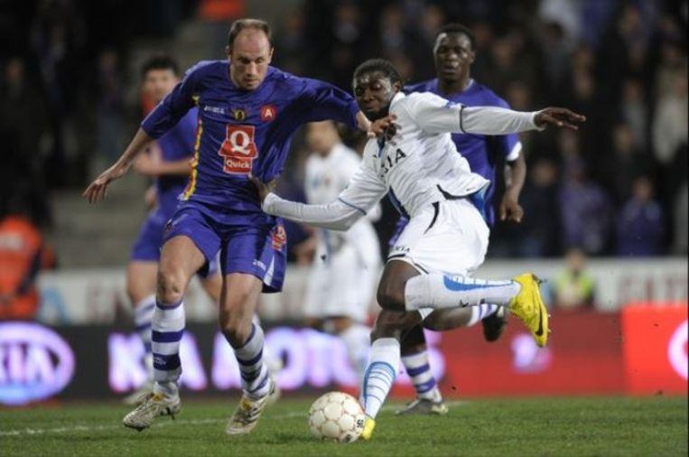 Philippe Clement als speler van Germinal Beerschot, met op de achtergrond Victor Wanyama