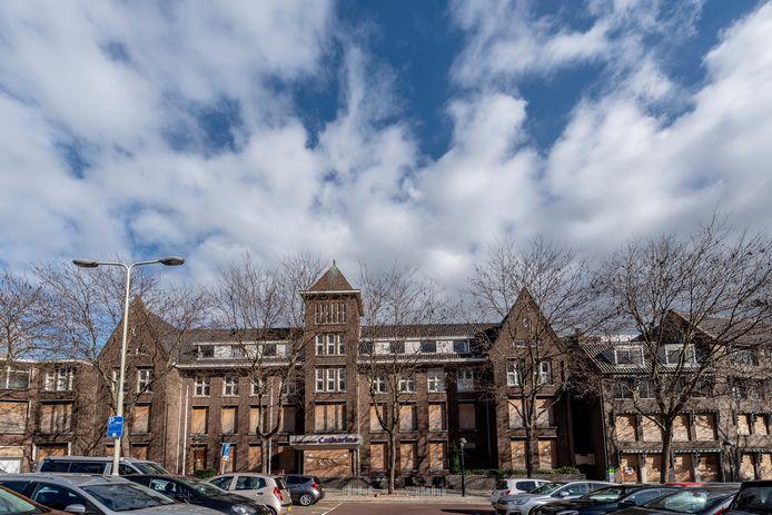 Het voormalige ouderencomplex Ketrientje. De stichting Behoud Ketrientje wilde het hoofdgebouw en het zusterhuis tot gemeentelijk monument bombarderen.