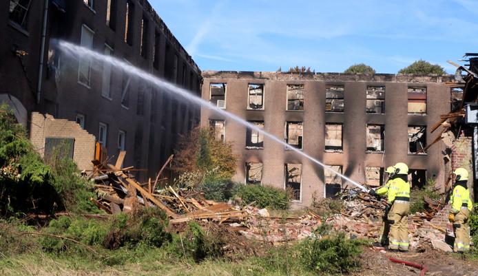 Een brand heeft Haarendael grotendeels in de as gelegd.