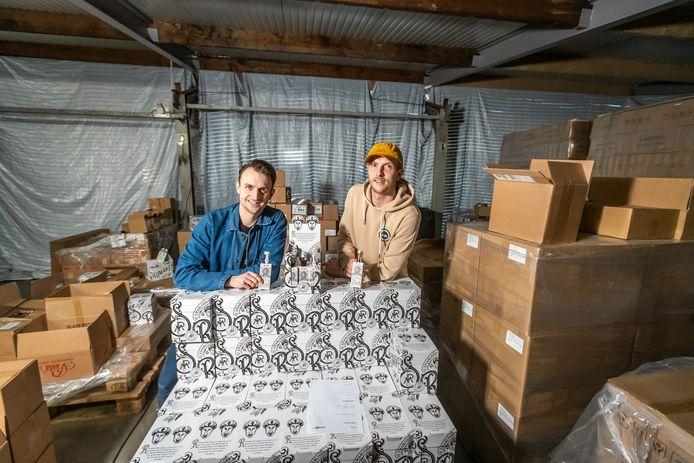 De broers Freek Raijmakers* (links) en Stan Raijmakers verkopen hete sauzen, met groot succes.