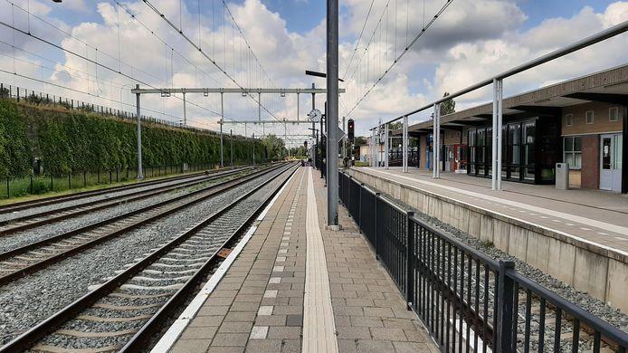 Elke minuut kan hier op het station in Oldenzaal de trein naar Bielefeld arriveren. Maar komt hij ook?