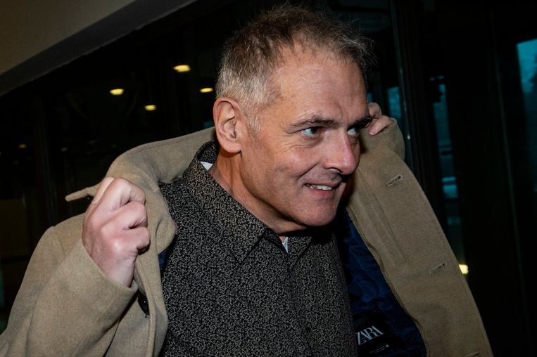 Joris Van Hove aan het einde van het euthanasieproces. Beeld Photo News